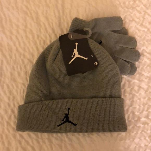 a85f5528d NWT // Jordan Boys' Hat & Gloves Set // Gray NWT